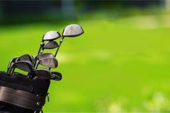 Clubes de golfe diferentes no fundo Imagens de Stock Royalty Free