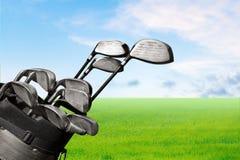 Clubes de golfe diferentes no fundo borrado Imagem de Stock Royalty Free