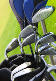 Clubes de golfe no golfbag imagem de stock royalty free