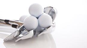 Clubes e esferas de golfe Foto de Stock Royalty Free