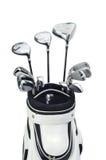 Clubs de golf dans un sac blanc sur le fond blanc Photographie stock