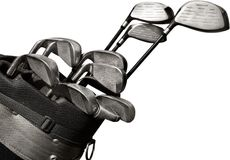 Clubs de golf dans un sac sur le terrain de golf Photo stock