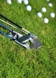 Clubs de golf et billes de golf Image libre de droits