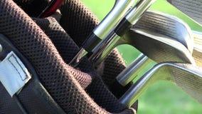 Clubs de golf, sac de golf banque de vidéos