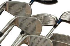 Clubs de golf sur le blanc image stock
