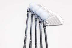 Clubs de golf titaniques sur la table blanche Photographie stock