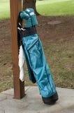 Clubs de golf y bolso de las señoras Fotos de archivo libres de regalías