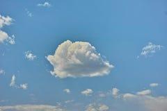 cludy bleu et blanc Photographie stock libre de droits