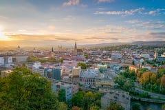 Cluj miasta przegląd przy wschód słońca od Cetatuia wzgórza w cluj, Rumunia obraz stock
