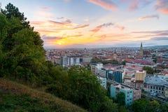 Cluj miasta przegląd przy wschód słońca od Cetatuia wzgórza w cluj, Rumunia zdjęcia royalty free