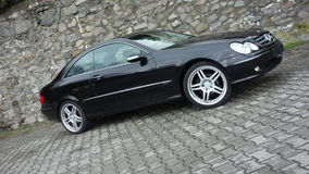 Cluj Napoca/Румыния 7-ое апреля 2017: Coupe Benz W209 Мерседес - год 2005, оборудование элегантности, колеса 19 дюймов, взгляд пр Стоковое фото RF
