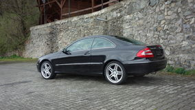 Cluj Napoca/Румыния 7-ое апреля 2017: Coupe Benz W209 Мерседес - год 2005, оборудование элегантности, колеса 19 дюймов, взгляд пр Стоковое Фото