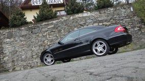Cluj Napoca/Румыния 7-ое апреля 2017: Coupe Benz W209 Мерседес - год 2005, оборудование элегантности, колеса 19 дюймов, взгляд пр Стоковое Изображение
