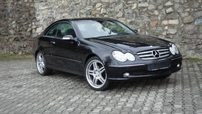 Cluj Napoca/Румыния 7-ое апреля 2017: Coupe Benz W209 Мерседес - год 2005, оборудование элегантности, колеса 19 дюймов, взгляд пр Стоковые Изображения RF