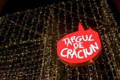 CLUJ-NAPOCA, РУМЫНИЯ - 23-ЬЕ НОЯБРЯ 2018: Рождественская ярмарка подписывает внутри квадрат Unirii, Трансильванию, Румынию стоковая фотография