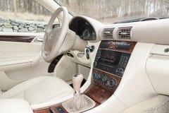 Cluj Napoca, marzec 01/, 2018: Mercedez Benz W203-year 2006, eleganci wyposażenie; luksusowy rzemienny beżowy wnętrze, ogrzewając Obraz Stock