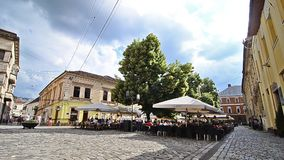 Cluj Napoca op een zonnige dag stock video