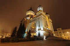 Cluj Napoca ortodox domkyrka vid natt royaltyfri fotografi