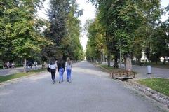Cluj-Napoca RO, 24 September: Central Park Hoofdsteeg in cluj-Napoca van het gebied van Transsylvanië in Roemenië Stock Fotografie