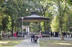 Cluj-Napoca RO, 24 September: Central Park Houten Paviljoen in cluj-Napoca van het gebied van Transsylvanië in Roemenië Stock Fotografie