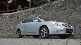 Cluj Napoca/Roemenië-mag 9, 2017: De de Sedanuitvoerende macht van Toyota Avensis - het jaar 2010, Faceliftmateriaal, verzilvert  Royalty-vrije Stock Foto