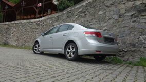 Cluj Napoca/Roemenië-mag 9, 2017: De de Sedanuitvoerende macht van Toyota Avensis - het jaar 2010, Faceliftmateriaal, verzilvert  Stock Afbeelding