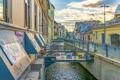Cluj-NAPOCA, ROEMENIË - September 16, 2018: Canalul Morii en de voetstraat van Andrei Saguna in cluj-Napoca, Roemenië royalty-vrije stock afbeelding