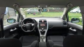 Cluj Napoca/Romênia - 9 de maio de 2017: Ano executivo 2012 do restauro de Toyota Auris, equipamento completo da opção, sessão de Imagens de Stock