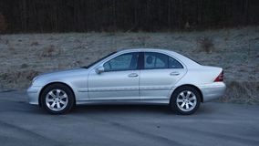 Cluj Napoca/Romênia 31 de março de 2017: Mercedes Benz W203 - ano 2005, equipamento da vanguarda, pintura metálica de prata Foto de Stock
