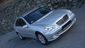 Cluj Napoca/Romênia 31 de março de 2017: Mercedes Benz W203 - ano 2005, equipamento da vanguarda, pintura metálica de prata perto imagens de stock royalty free