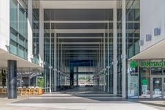 CLUJ-NAPOCA, ROMÊNIA - 16 de setembro de 2018: O prédio de escritórios, cubo novo do negócio de Cluj-Napoca's fotografia de stock royalty free