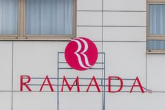 CLUJ-NAPOCA, ROUMANIE - 24 MARS 2018 : Hôtel de Ramada possédé par Wyndham Worldwide à Cluj-Napoca, Roumanie images libres de droits