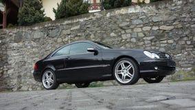 Cluj Napoca/Rumänien-April 7, 2017: Mercedes Benz W209 kupé - året 2005, elegansutrustning, svart metalliskt, rullar den 19 tum l Royaltyfri Bild