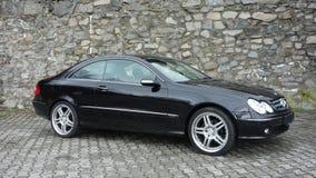 Cluj Napoca/Rumänien-April 7, 2017: Mercedes Benz W209 kupé - året 2005, elegansutrustning, svart metalliskt, rullar den 19 tum l Royaltyfri Fotografi