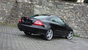 Cluj Napoca/Rumänien-April 7, 2017: Mercedes Benz W209 kupé - året 2005, elegansutrustning, svart metalliskt, rullar den 19 tum l Royaltyfria Foton