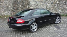 Cluj Napoca/Rumänien-April 7, 2017: Mercedes Benz W209 kupé - året 2005, elegansutrustning, svart metalliskt, rullar den 19 tum l Royaltyfri Foto