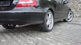 Cluj Napoca/Rumänien-April 7, 2017: Mercedes Benz W209 kupé - året 2005, elegansutrustning, svart metalliskt, rullar den 19 tum l Arkivbild