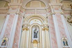 CLUJ-NAPOCA RUMÄNIEN - 24 MARS, 2018: Inom den Franciscan templet i Cluj Napoca, Rumänien arkivfoto