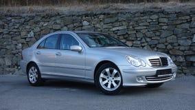 Cluj Napoca/Rumänien-mars 31, 2017: Mercedes Benz W203 - året 2005, Avantgardeutrustning, försilvrar metallisk målarfärg nära en  Fotografering för Bildbyråer