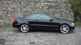 Cluj Napoca/Rumania 7 de abril de 2017: Cupé de Mercedes Benz W209 - el año 2005, equipo de la elegancia, metálico negro, la alea Foto de archivo