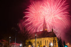 Cluj Napoca, Rumania - 24 de enero: Fuegos artificiales para celebrar 157 años el principados unidos de Moldavia y de Wallachia,  fotos de archivo libres de regalías