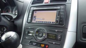 Cluj Napoca/Rumania - 20 de junio de 2017: Unidad GPS coloreada grande Toyota Auris, botones de la navegación de la exhibición de Imagen de archivo libre de regalías