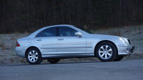 Cluj Napoca/Rumania 31 de marzo de 2017: Mercedes Benz W203 - año 2005, equipo de la vanguardia, pintura metálica de plata Fotografía de archivo libre de regalías