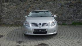 Cluj Napoca/Rumania 9 de mayo de 2017: Ejecutivo del sedán de Toyota Avensis - el año 2010, equipo de la cirugía estética, metáli Imagenes de archivo