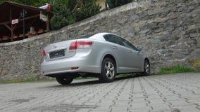 Cluj Napoca/Rumania 9 de mayo de 2017: Ejecutivo del sedán de Toyota Avensis - el año 2010, equipo de la cirugía estética, metáli Imagen de archivo