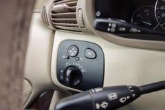 Cluj Napoca, Rumunia, Marzec/- 01, 2018: Mercedez Benz C klasa, deska rozdzielcza widok, podeszczowa czujnik dźwignia, rejs kontr Obraz Stock