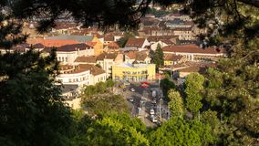 Cluj Napoca stad zoals die van Cetatuia-Heuvel dichtbij langs wordt gezien Stock Foto's