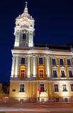 Cluj-Napoca stadshus, nattetidsikt Arkivbilder