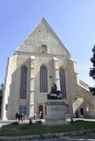 cluj RO, Wrzesień 23th: St George statuy przód Reformowany kościół w cluj od Transylvania regionu w Rumunia zdjęcie royalty free