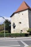 cluj RO, Wrzesień 23th: Krawczynów wierza i baby Novac statua od cluj od Transylvania w Rumunia Fotografia Stock